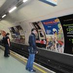 Le métro s'appelle le Tube, parce qu'il est arrondi, comme le tunnel dans lequel il roule.