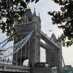 Le Tower Bridge. A gauche, il y avait des travaux. Ce n'est pas une oeuvre de Christo ...