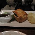 British beef and Abbott Ale pie (tourte boeuf à la bière) served with mashed potatoes (purée)