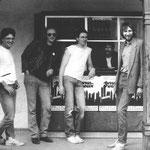 mit marc fournelle verließ uns eins der grüngungsmitglieder , er wechselte zu m.i.s.s.(mad in soul sixties), beat on the rocks u.a.; wirr wendeten uns wieder den keyboards zu: georg jung, 1. v..l. war der neue mann an den tasten