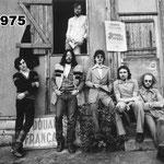 1975 die gründungsmitglieder: helmut scheid-drums;bernard ayling-git.;dedde schäfer-bass,voc.;marc fournelle-git.,voc;hans-gerd schäfer-drums;rainer wahlmann-vox,perc.,harp
