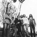 """das zweite bild von 1975: sowohl schlagbaum auf diesem bild als auch das alte zollhaus spicheren existieren nicht mehr; wohl aber """" die letzte rockband vor der grenze""""; beide bilder wurden von andrew wakeford gemachtandrew"""