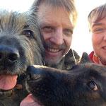 Selfie (Sabine und Michael Padberg mit Nanuk und Ayana)