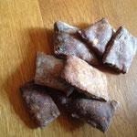 selbst gebackene Hundeleckerchen mit frischer Rehleber - die Hunde sagen Daumen hoch!