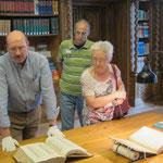 Der Stiftsarchivar Rolf De Kegel präsentiert Exlibris aus der Klostersammlung