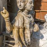 Les statues sont ensuite séchées au soleil avant de finir leur vie dans les eaux du Gange