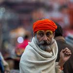 Brahmane assistant à la Ganga Aarti d'Haridwar