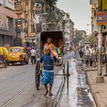 Le rickshaw, variante du pousse-pousse, fait partie du décor de la ville