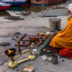 Tout le long des ghâts, prières et incantations rythment la vie de Bénarès