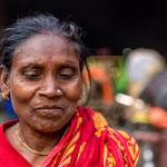 Femme au marché aux fleurs