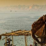 A Bénarès, le Gange forme une boucle en croissant de lune