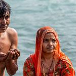 Le fidèle qui se baigne dans le Gange à Haridwar échappe au cycle des renaissances