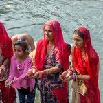 Gestes sacrés et immuables au bord du Gange