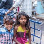 Beaucoup d'enfants ne sont pas scolarisés ; certains sont envoyés à la ville par leurs parents pour y travailler