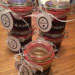 Leckere hausgemachte Marmelade: Aprikose, Kirsch, Erdbeere, Himbeere....
