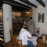 """Ariège-Pyrénées, Goulier, gîte rural """"La Grange"""" - coin repas"""