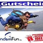 Fallschirm Sprung Rottenburg an der Lauber in Niederbayern Bayern
