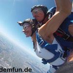 Österreich Fallschirmspringen Kirchberg am Walde Fromberg nähe Wien