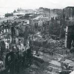 1941 Vista general de las calles Cádiz (en primer plano), Méndez Núñez, Calderón de la Barca y Plaza de Bolívar desde el Banco de España. A la derecha, el contrafuerte de la Catedral que se adentraba en la Calle Cádiz