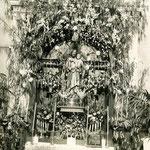 1900 Altar de San José de la Montaña en el interior de la iglesia de la Compañía