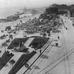 1936 Derribo de la Estación de la Costa desde el este. Obsérvese que también ha sido derribada la cruz del Monumento del Machichaco; posteriormente sería repuesta