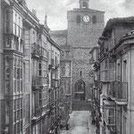 c. 1900 Calle del Puente desde el norte. Al fondo, la Catedral