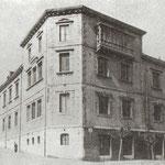 ¿Año? Escuela Superior de Industrias, en la esquina de la Calle Sevilla (izquierda) y Guevara (derecha); el edificio sobrevivió al incendio, siendo derribado en las últimas décadas para construir en su lugar el Paraninfo de la Universidad de Cantabria