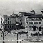 1930 Avenida de Alfonso XIII desde el comienzo del Paseo Pereda. A la izquierda, Banco de España; a la derecha, Correos; detrás, la Catedral y Palacio Episcopal