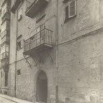 """1925-1935 Antigua casona de los Herrera en la acera sur, también llamada """"Casa de la Inquisición"""" o """"Casa del Navío"""""""