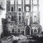 Años 40. La fachada, aún en pie, del Palacio Episcopal, al comienzo de la ya desaparecida Ruamayor. Desde el sur