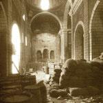 1937. Iglesia de la Compañía como almacén. La luz de la izquierda revela que ya ha sido derribada la nave oeste (posteriormente reconstruida)