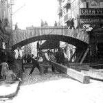 1908 Comienzo del derribo del viejo puente de Vargas, desde La Ribera, para la construcción de uno nuevo (que sería el último)