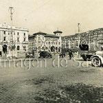 1931-1936 Avenida de Alfonso XIII desde el sureste. De izquierda a derecha: Banco de España, Correos y casas de La Ribera