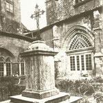 1900 Claustro de la Catedral desde el sureste. A la izquierda, el Palacio Episcopal