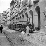 1884 Calle Hernán Cortés desde el Mercado del Este. Al fondo, Plaza del Príncipe