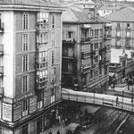1930 Puente y comienzo de Atarazanas. Más allá del puente, el Mercado de Atarazanas. También se ven los tejados de buena parte de la Puebla Vieja