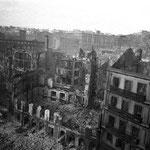 1941 Ruinas del lado norte de la Plaza del Príncipe. Por detrás, las calles del Arcillero y de la Compañía