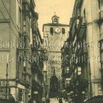 1910-1925 Calle del Puente desde el puente. Al fondo, la Catedral