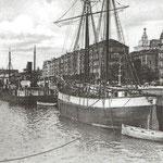 1911 Calderón de la Barca desde el sureste. A la izquierda, Estación de la Costa; a la derecha, Plaza de Bolívar, con el comienzo de Méndez Núñez, y el Hotel Europa a su derecha; detrás, el Palacio Episcopal