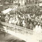 1921 Entrada del obispo Juan Plaza García por el puente hacia la Catedral. Vista hacia el este