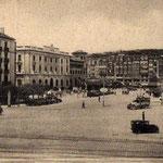 ¿Año? Avenida de Alfonso XIII desde el sur. A la izquierda, Hotel Europa, Banco de España y Correos; al fondo, edificios de La Ribera, con la Aduana siendo reformada