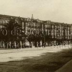 1930 Calderón de la Barca desde el suroeste. Por detrás asoma la torre del Palacio Episcopal