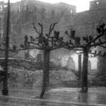 1941 Comienzo de la Calle Cádiz, desde la Plaza de Bolívar, durante el incendio. Al fondo, a la izquierda, Palacio Episcopal; a la derecha, Catedral