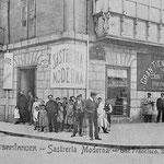 ¿Año? Sastrería Moderna, en la esquina de San Francisco (izquierda) con Pi y Margall (derecha)