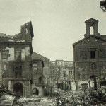 1941 Ruinas de la Plaza Vieja tras el incendio. A la izquierda, Ayuntamiento antiguo y Palacio de Villatorre; a la derecha, iglesia de La Compañía