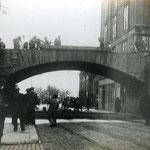 1906 Comienzo del derribo del viejo puente de Vargas, desde Atarazanas, para la construcción de uno nuevo (que sería el último)