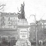 1906 Plaza Velarde desde el este. En primer plano, el monumento a Pedro Velarde; al fondo, el Mercado de La Ribera