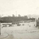 ¿Año? Vista de los muelles desde los edificios de Calderón de la Barca. A la derecha, Estación de la Costa