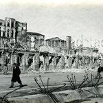 1941 Ruinas de Calderón de la Barca desde el sur. Detrás se pueden ver los restos de Méndez Núñez, Cádiz, el Palacio Episcopal y la Catedral