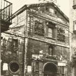 1930 Comienzo de la Calle de La Compañía, con la iglesia del mismo nombre, desde la Plaza Vieja. Obsérvense las ventanas circulares abiertas en la fachada